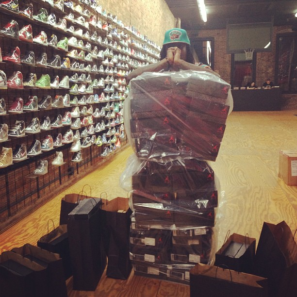 Wale buys out flight clubs jordan 3s