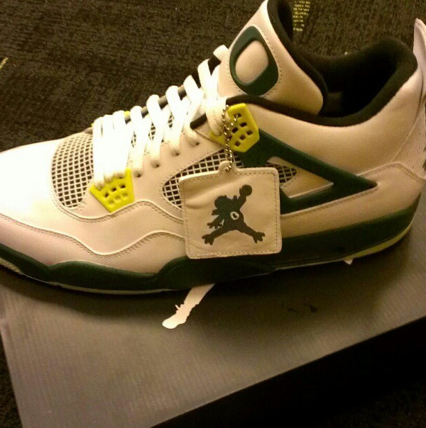 Air Jordan IV White Oregon Ducks PE