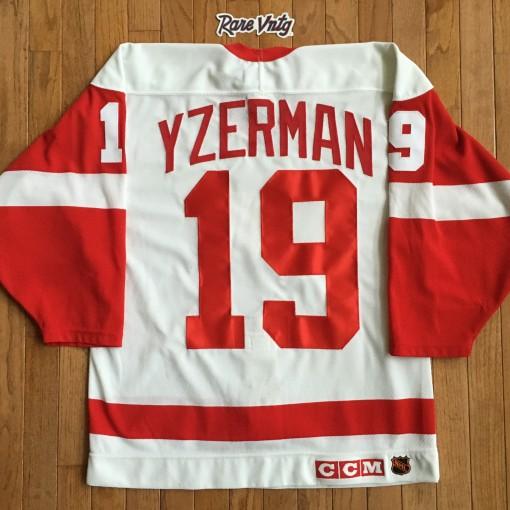 Vintage 1993 Steve Yzerman Detroit Redwings jersey