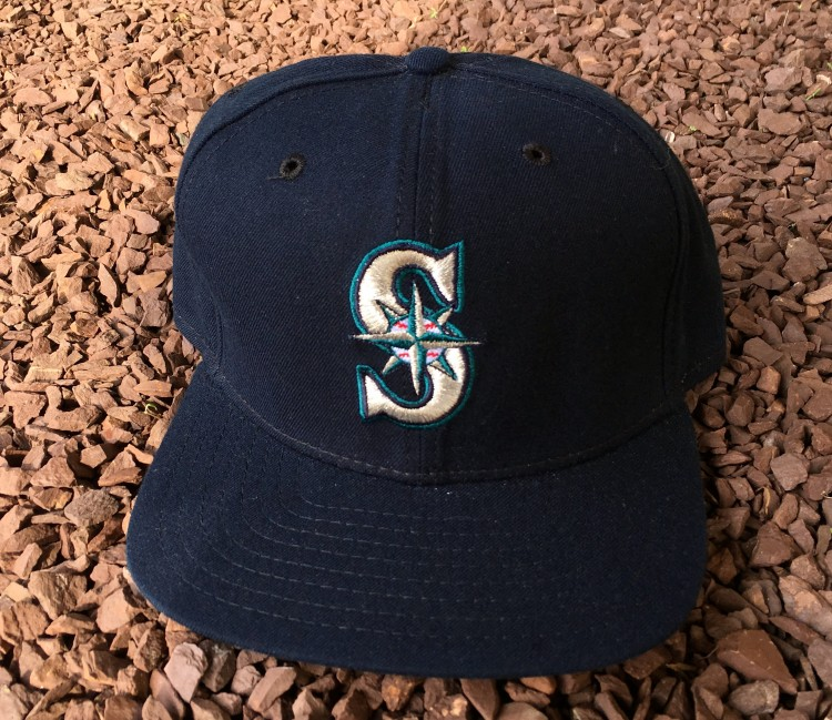 new product b5770 56e8a Vintage 90 s Seattle mariners New Era snapback hat