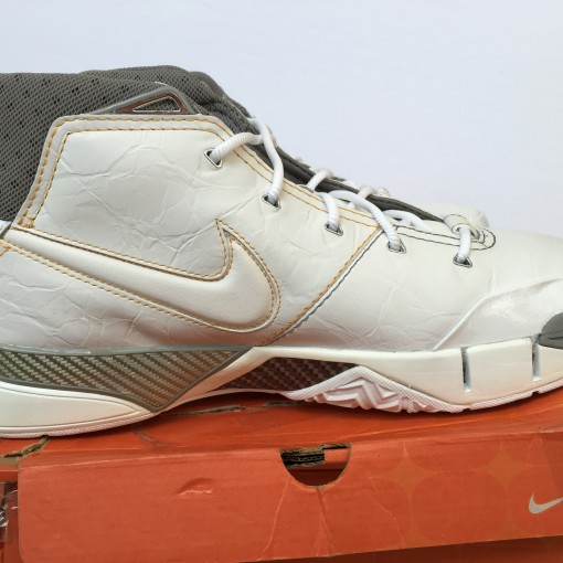 Nike zoom kobe 1 white canyon gold OG deadstock