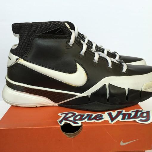 Nike Zoom Kobe 1 sneakers