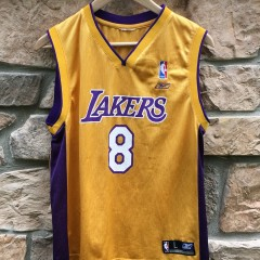 Vintage Los Angeles Lakers Kobe Braynt #8 youth large jersey