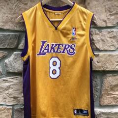 Vintage Los Angeles Lakers Kobe Braynt #8 youth large jersey