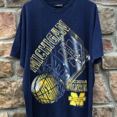 Vintage 90's Michigan wolverines magic johnson tee shirt size xl