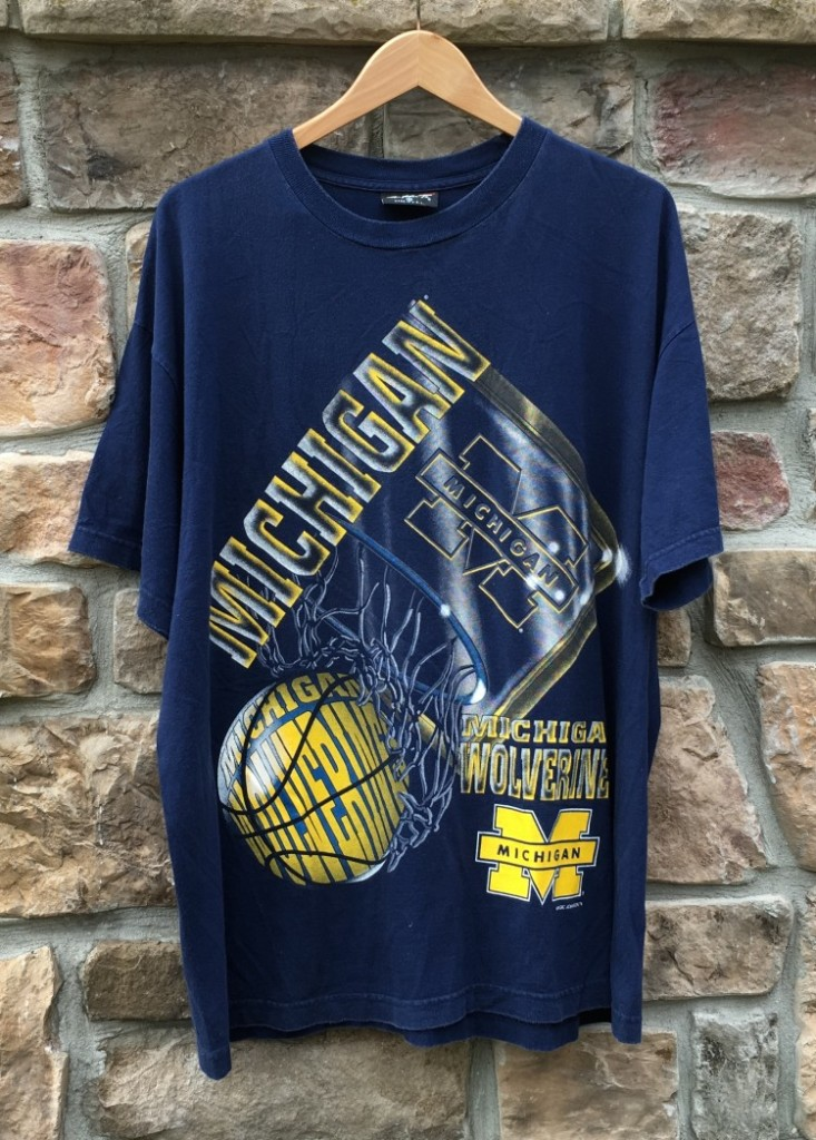wholesale dealer f74ab c50f1 90's Michigan Wolverines Magic Johnson Tees NCAA T-Shirt Size XL