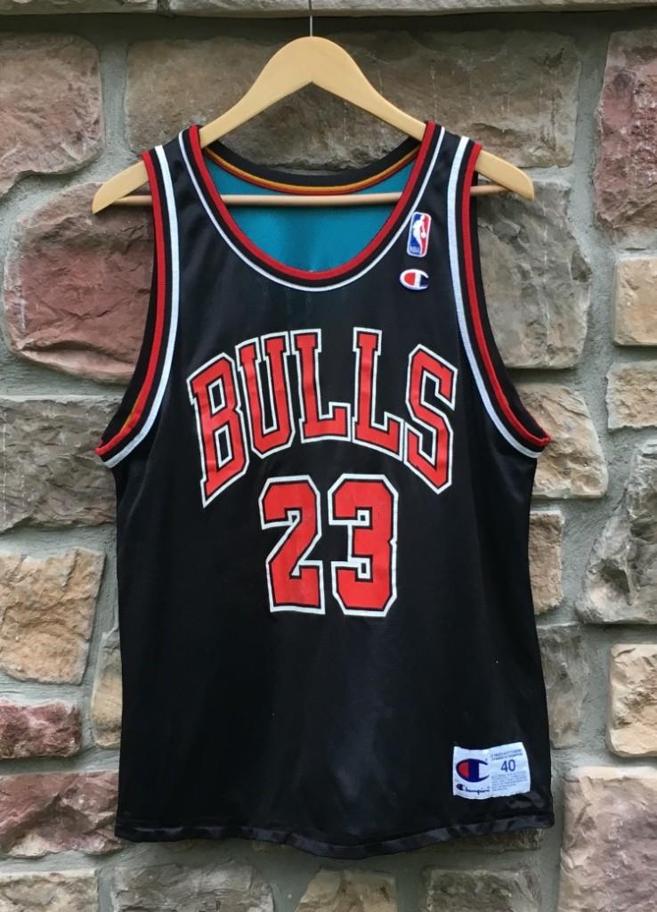 7a20b3aa2fbf 90 s Grant Hill Detroit Pistons Michael Jordan Chicago Bulls Reversible  Champion NBA jersey size 40 medium