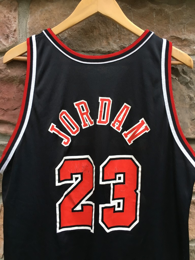 13ede4d18 90 s Grant Hill Detroit Pistons Michael Jordan Chicago Bulls Reversible  Champion NBA jersey size 40 medium