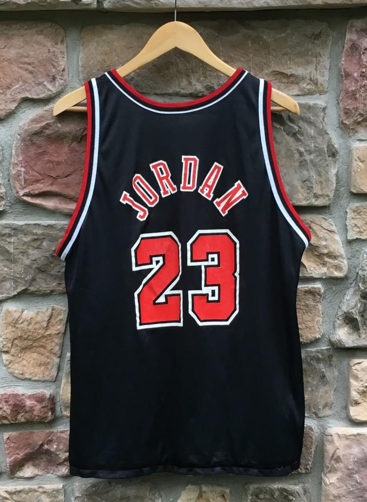 e6dc05d77d1e 90 s Grant Hill Detroit Pistons Michael Jordan Chicago Bulls Reversible Champion  NBA jersey size 40 medium