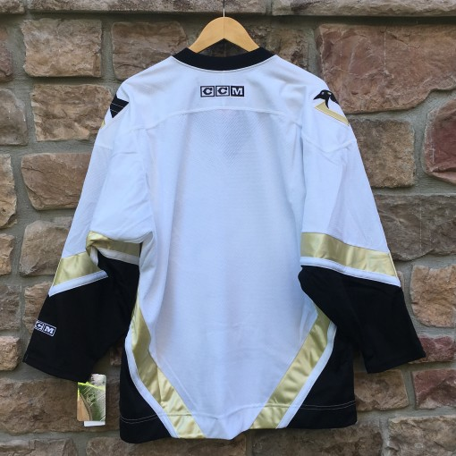 2002 Pittsburgh Penguins White Gold CCM NHL Jersey size medium Deadstock brand new