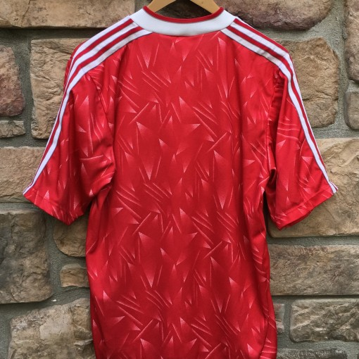 1989 Liverpool Football Club Soccer Jersey size 40-42 red Candy