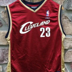 Vintage Lebron James Cleveland Cavaliers Reebok NBA jersey youth size large rookie