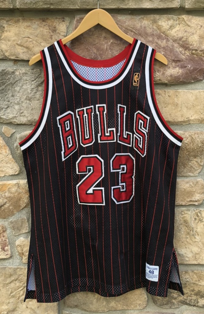 buy online 5a458 bc723 1997 Michael Jordan Chicago Bulls Authentic Champion NBA Jersey Size 48