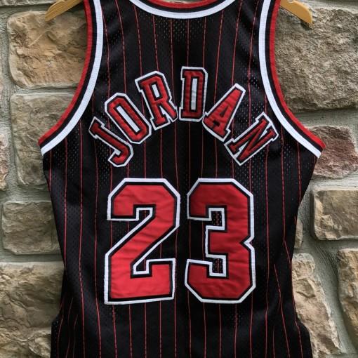 1996 Chicago Bulls Michael Jordan Authentic Champion NBA Jersey size 40 medium