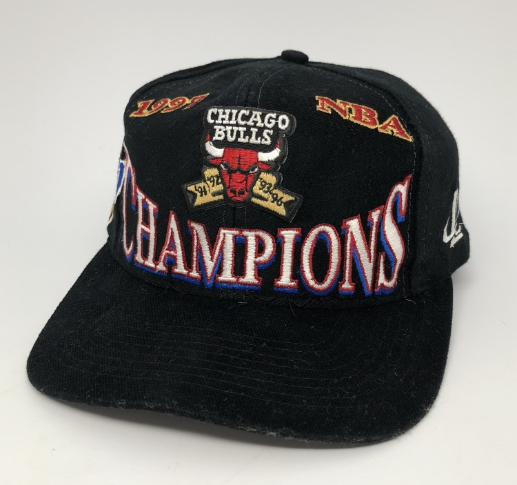 aa4833dbba557a 1997 vintage Chicago Bulls NBA Champions Locker Room Logo Athletic snapback  hat