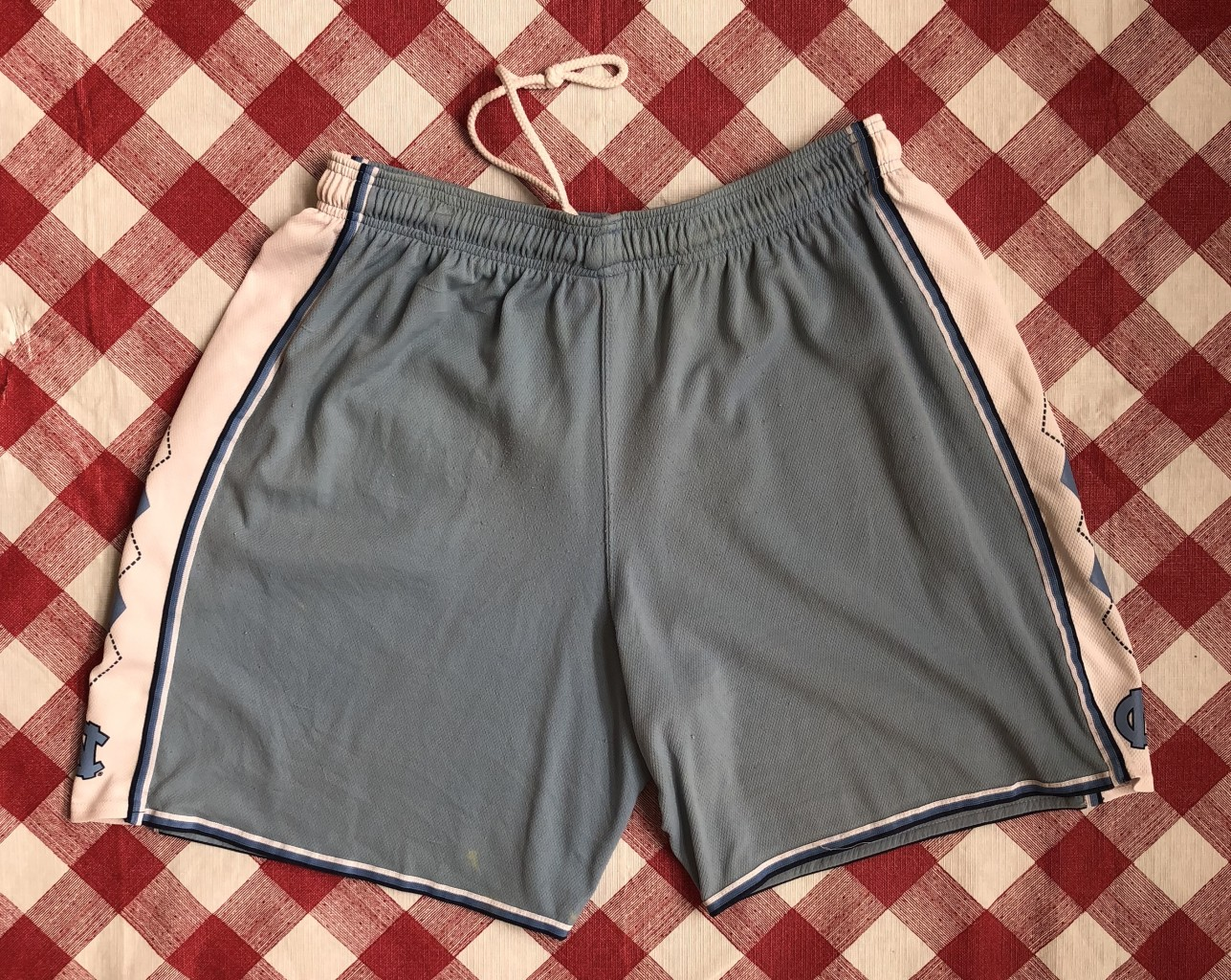 d27c711b363096 vintage 90 s University of North Carolina Tar Heels Jordan Nike ncaa shorts  size Large